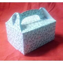 Krabička na zákusky bílá se srdíčky (18,5 x 13,5 x 9,5 cm)